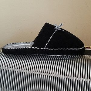 NWOT- ELLEN TRACY BLACK w/GINGHAM ACCENT SLIPPERS